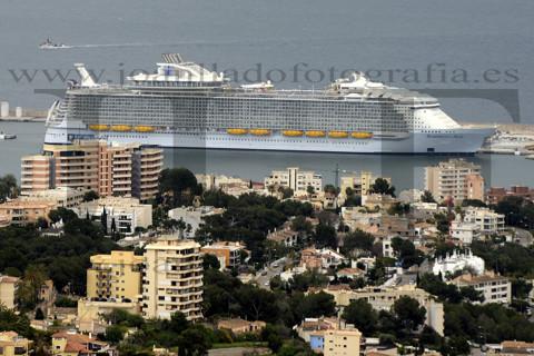 El crucero Symphony of the Seas llega a Palma.
